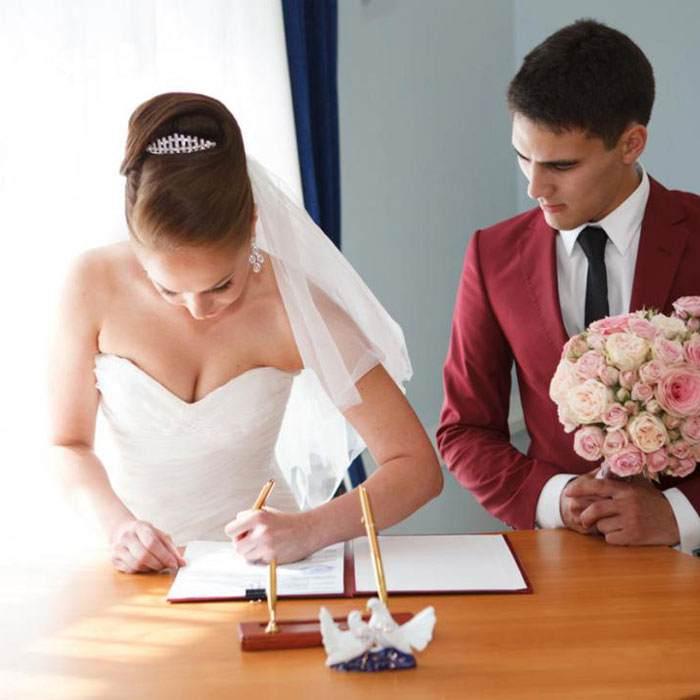 Картинки невесты после свадьбы в постели, видео компании приват онлайн